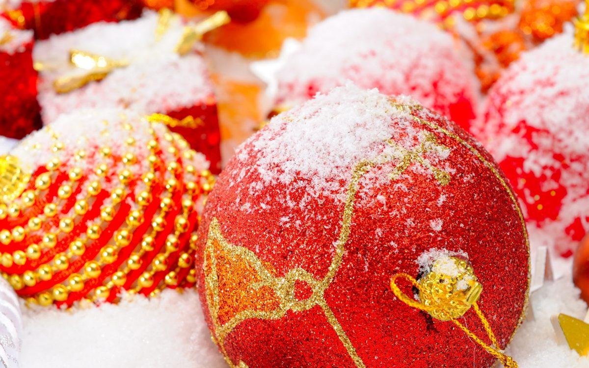 картинки и картички за нова година със снежна украса