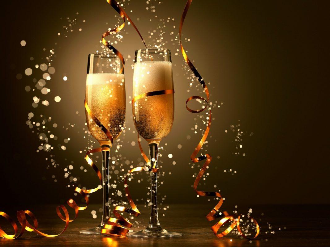 стилни картинки и картички за нова година с чаши шампанско